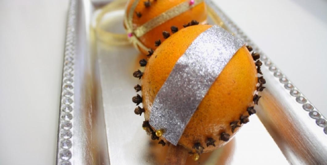 Make your own holiday pomander this season!