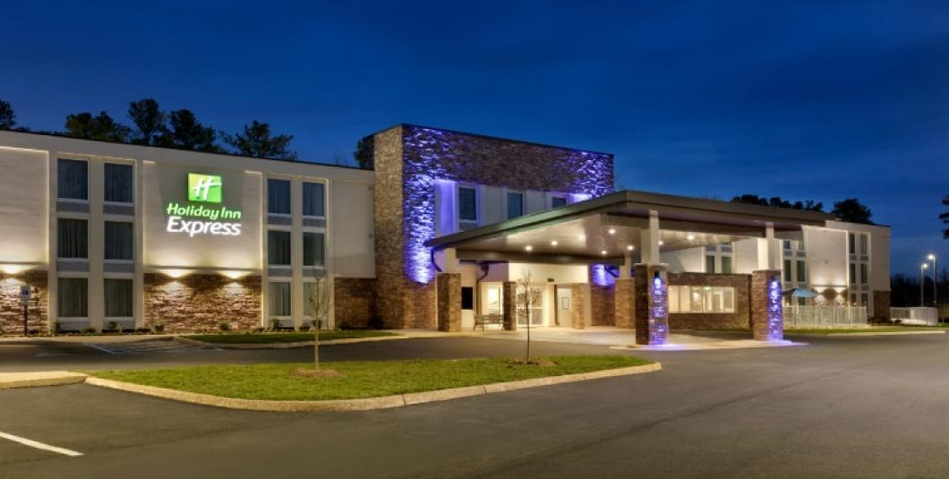 Williamsburg's Hottest New Hotel Less than 1 Mile From Busch Gardens!
