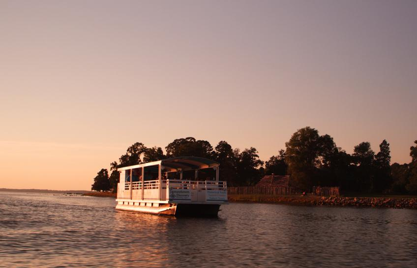 Sunset boat tour with Jamestown Discovery