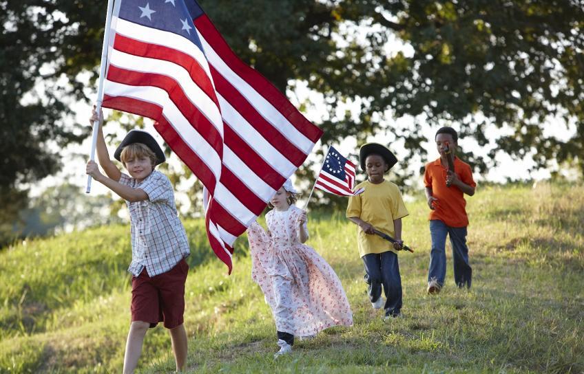 Kids wave the American flag at Yorktown Battlefield