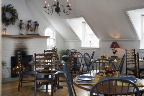 Dining area, Fife and Drum Inn Bed and Breakfast Downtown Williamsburg