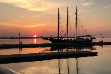 Take a cruise on the York River on the schooners Alliance and Serenity.