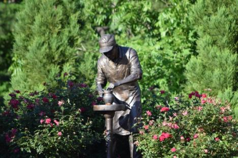 Statue of Williamsburg Pottery founder, Jimmy Maloney