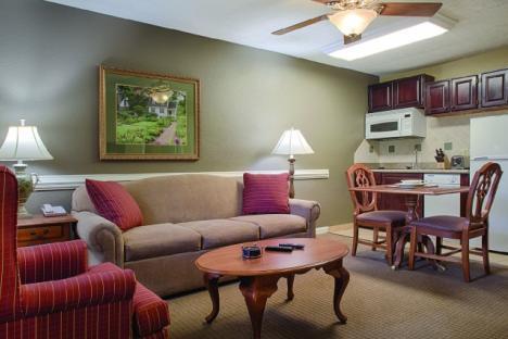 Williamsburg, VA - Wyndham Kingsgate, One-Bedroom Living/Dining Area & Kitchen