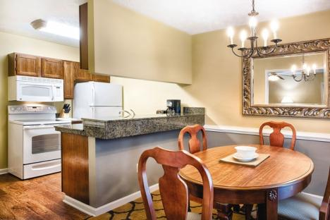Williamsburg, VA - Wyndham Patriots' Place, Dining Area & Kitchen