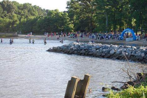 Triathlon at Jamestown Beach Event Park