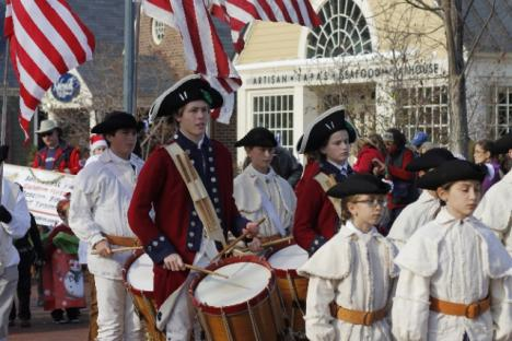 Parade starts with the Fife and Drums
