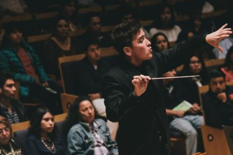 Guest conductor Andres Lopera