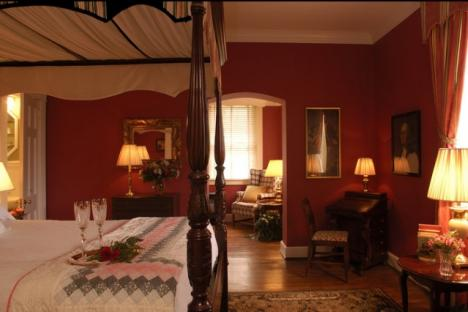 The George Washington Room | Queen Bed & Sitting Room