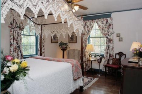 The Rebecca Rolfe Room | Queen Bed