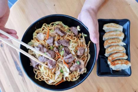 Steak Yakisoba & Gyoza - © Oishii Restaurant