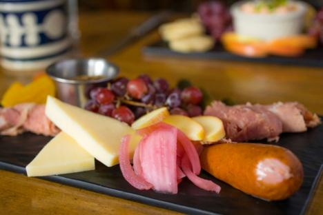 Chowning's Tavern Classic Ploughman's Platter