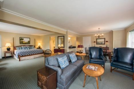 Williamsburg Lodge Suite